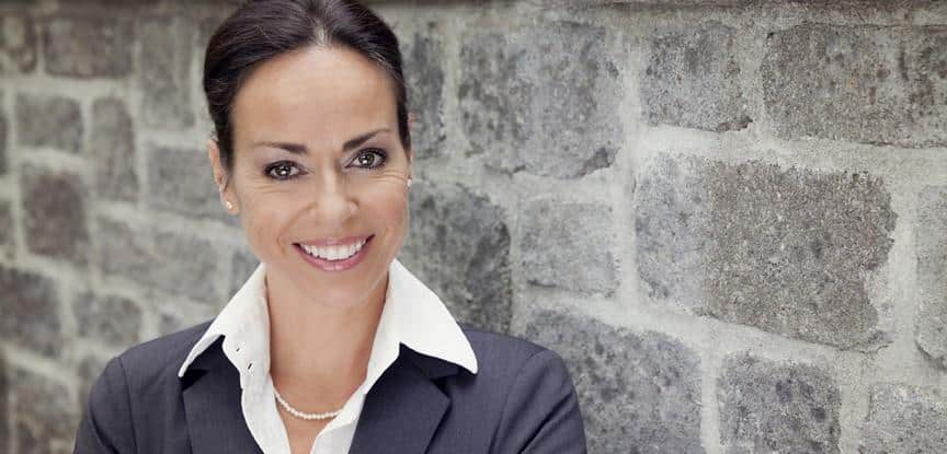 mulher profissional sorrindo