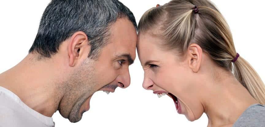 casal brigando
