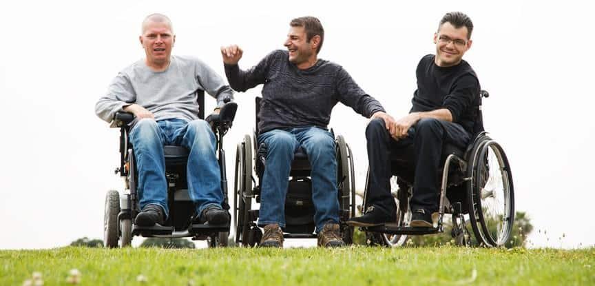 cadeirantes sorrindo