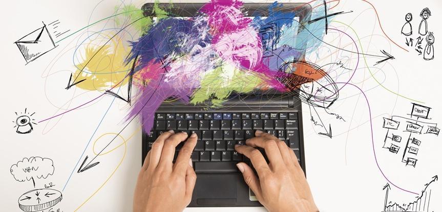 laptop com cores de tinta
