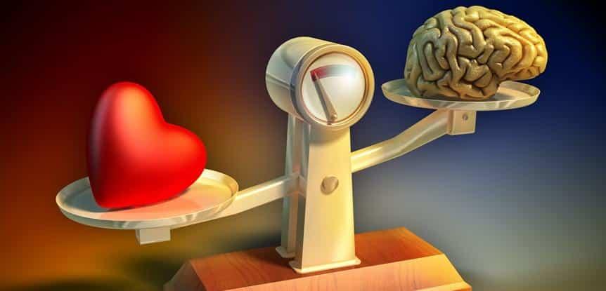 balança com cérebro e coração