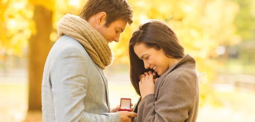 homem pedindo mulher em namoro