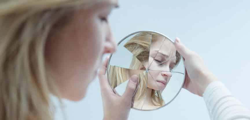 Resultado de imagem para imagem feia no espelho