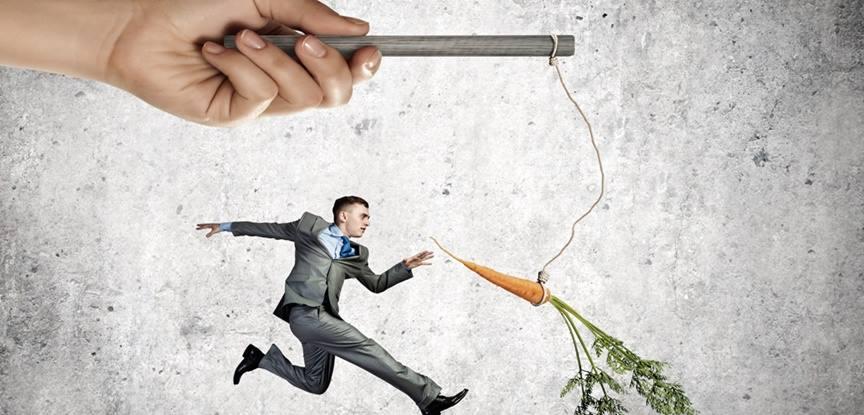 profissional sendo motivado com cenoura