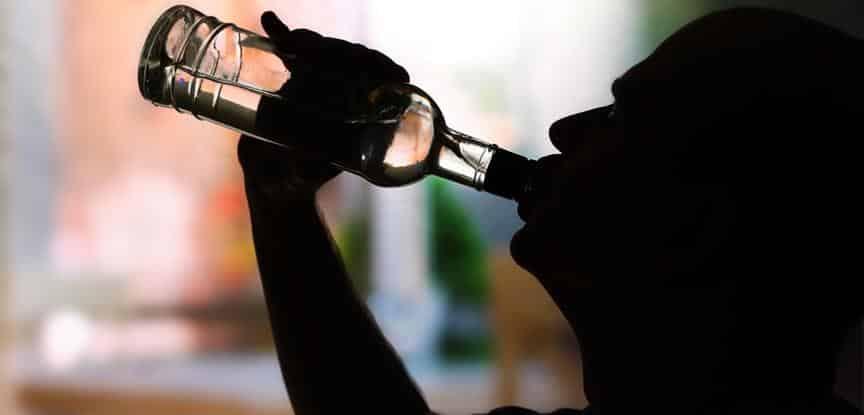 pessoa bebendo
