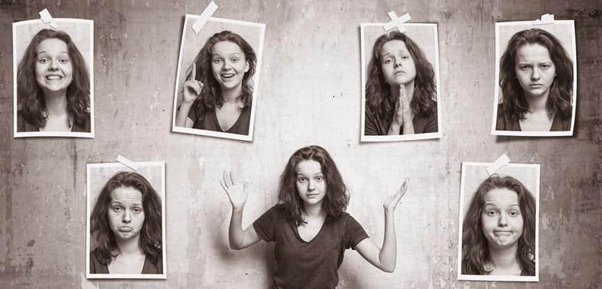 mulher com fotos