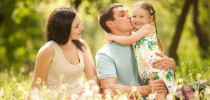 família reunida no parque