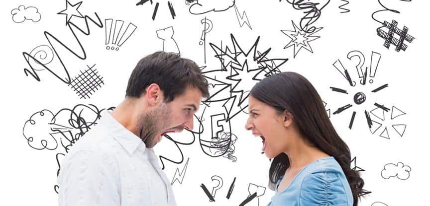 homem e mulher gritando