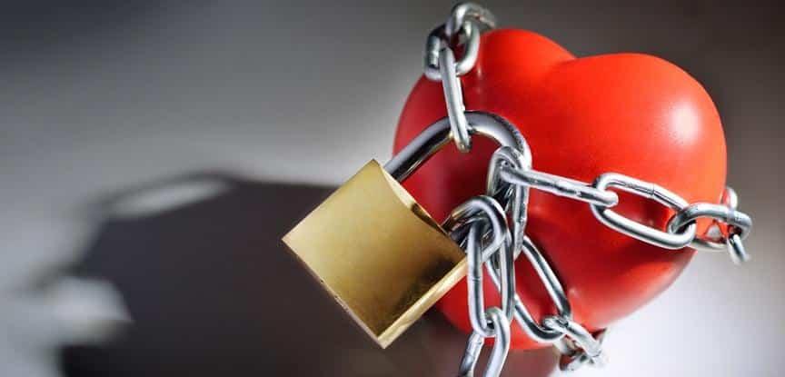 foto de coração preso com cadeado