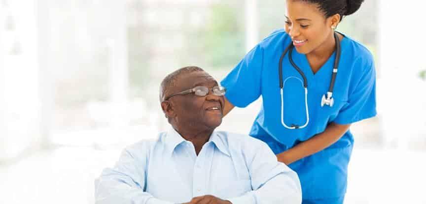 foto de enfermeira e paciente