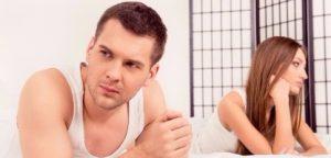 Problemas na família. Homem e mulher, ignorando os outros
