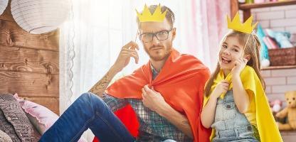 Jogo de pai e filha no carnaval em família