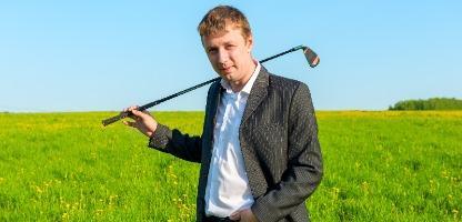 Hobbies: Jovem empresário passa seu tempo livre jogando golfe para aliviar o estresse